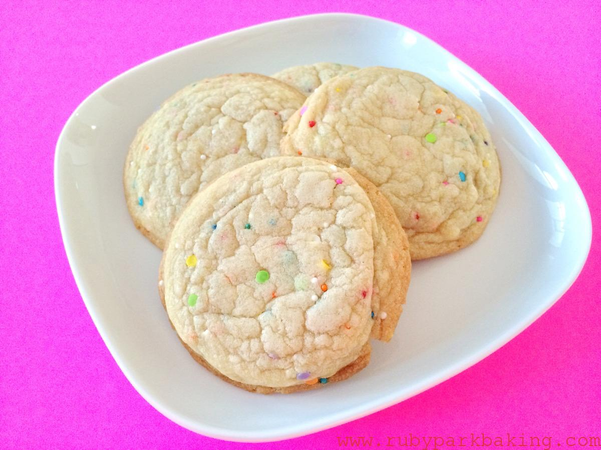 Soft funfetti cookies on rubyparkbaking.com