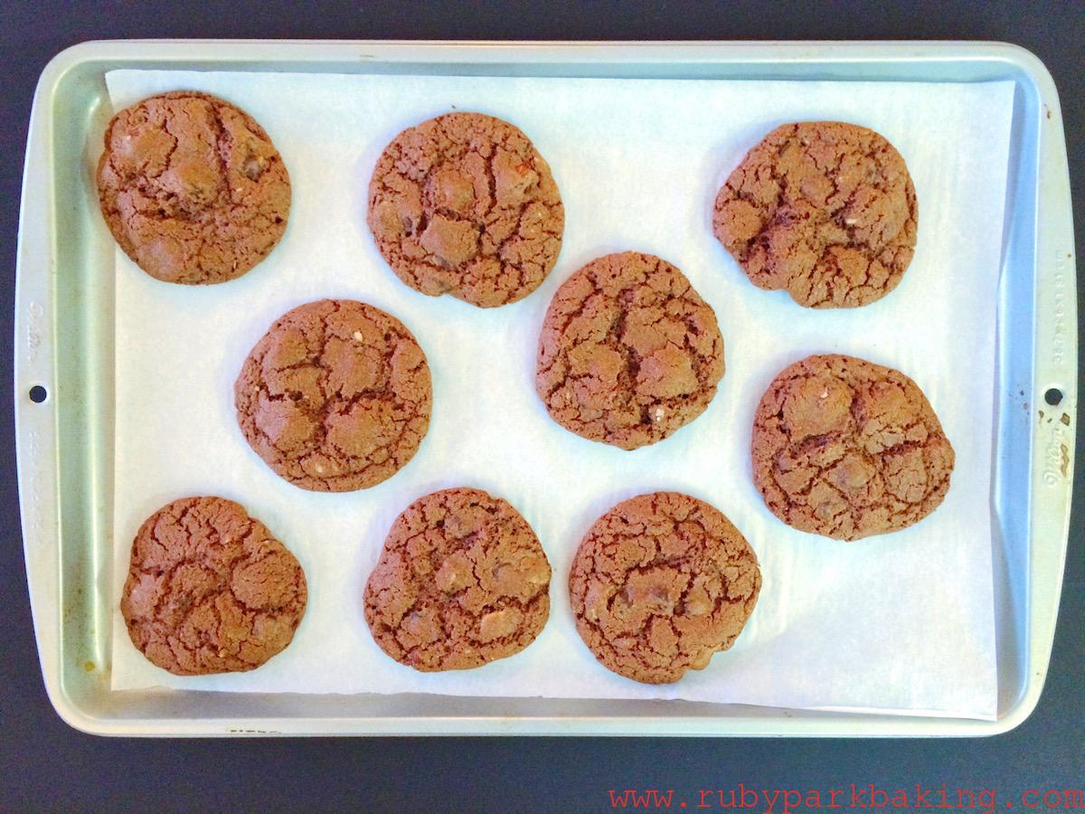 サクサク!全粒粉ダブルチョコレートクッキーのレシピ♪ヘーゼルナッツ入り♡